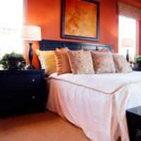 Oranje muur - Engelse stijl slaapkamer ...
